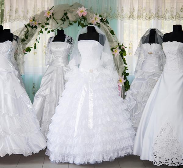 Hochzeitsmode in  Neulingen